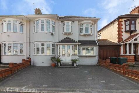Cadogan Gardens, London, E18. 4 bedroom semi-detached house for sale