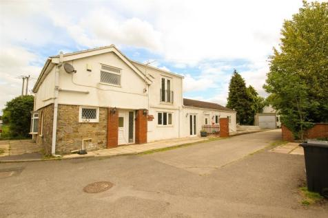 Cromhall, South Gloucestershire, GL12 8AR. 4 bedroom detached house
