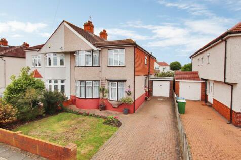 Montrose Avenue, Sidcup, Kent, DA15 9DT. 5 bedroom semi-detached house