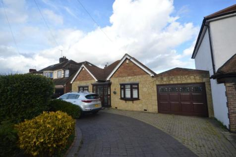 Pettits Lane, Romford, RM1. 3 bedroom bungalow for sale