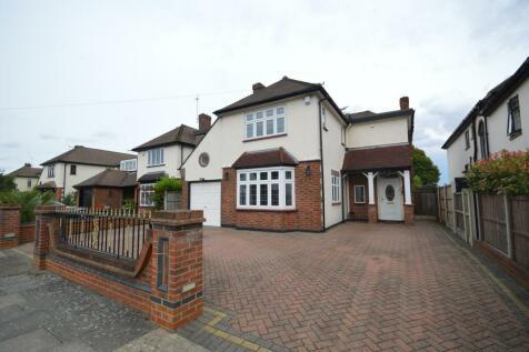 Links Avenue, Romford, Essex, RM2. 4 bedroom detached house for sale