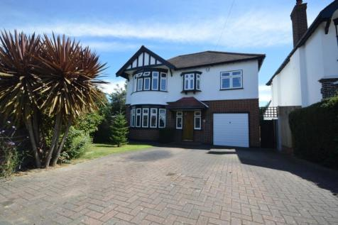 Wayside Close, Romford, Essex, RM1. 4 bedroom detached house