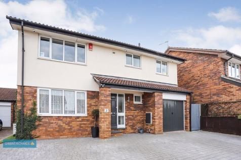 Sundew Close, Taunton. 4 bedroom detached house