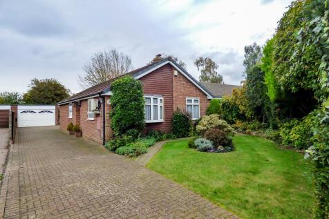 Silverbirch Avenue, Meopham, Kent. 4 bedroom detached bungalow for sale