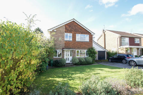 Whinchat Close, Hartley Wintney. 4 bedroom detached house for sale