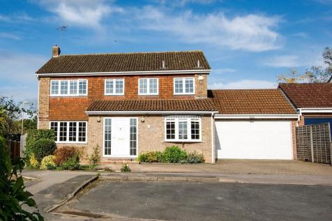 Whinchat Close, Hartley Wintney. 5 bedroom detached house for sale