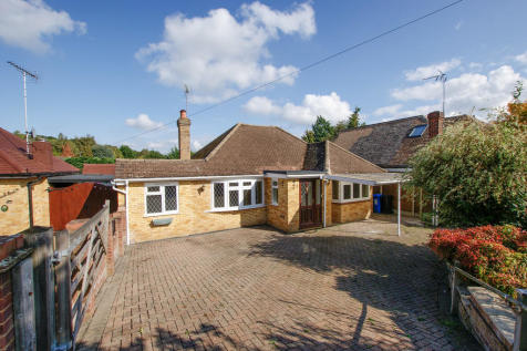Hazeley Close, Hartley Wintney. 3 bedroom detached bungalow for sale
