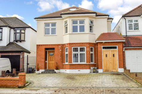 Lake Rise, Romford, Essex, RM1. 5 bedroom detached house