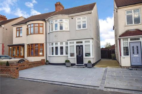 Crystal Avenue, Hornchurch, Essex, RM12. 3 bedroom semi-detached house for sale