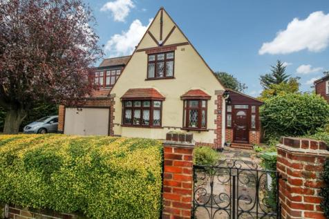 Rosemary Avenue, Romford, RM1. 4 bedroom detached house for sale