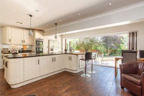 Park Avenue, Hutton, Brentwood, Essex, CM13. 5 bedroom detached house for sale