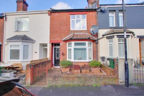 Mortimer Road, Itchen. 3 bedroom terraced house