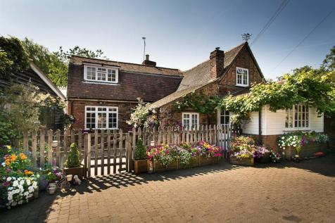 Wilkins Green, Smallford, St. Albans. 4 bedroom detached house
