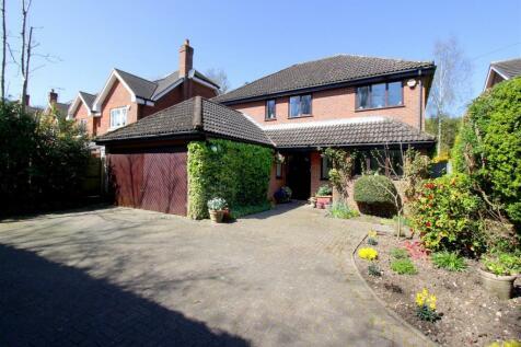 Chambersbury Lane, Leverstock Green. 4 bedroom detached house