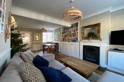 Holywell Hill, St. Albans. 2 bedroom house for sale