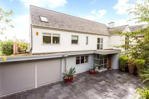 Withdean Road, Brighton, East Sussex, BN1. 6 bedroom detached house