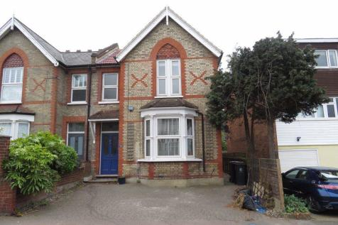 Stag Lane, Buckhurst Hill, IG9. 3 bedroom house