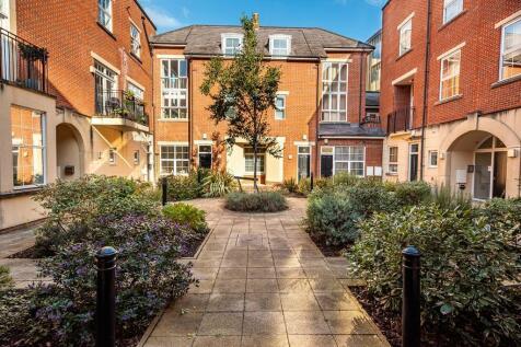Golden Lion Court, Redcliff Street. 2 bedroom apartment for sale