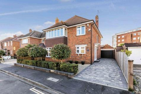 St. Helens Close, Southsea. 4 bedroom detached house