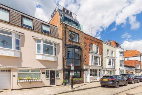 Broad Street, Old Portsmouth. 3 bedroom town house