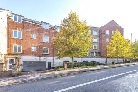 Aveley House, Iliffe Close, Reading, Berkshire, RG1. 2 bedroom apartment for sale