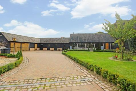 Cottered Road, Throcking, Buntingford, SG9. 4 bedroom barn conversion