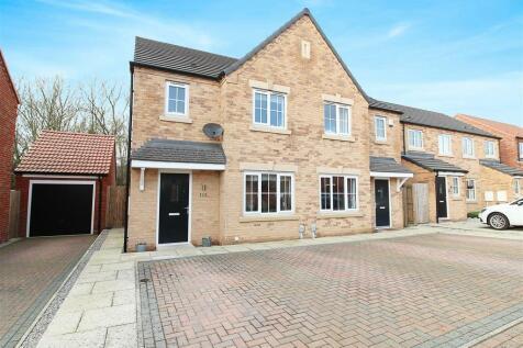 Longleat Avenue, Elloughton, Brough. 3 bedroom semi-detached house