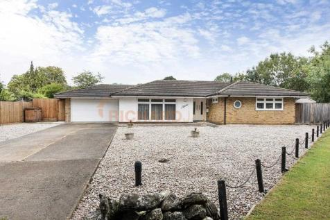 Maxwelton Close, Mill Hill. 3 bedroom bungalow