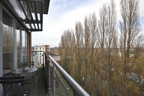 The Penthouse, Adventurers Court, Pond Garth, York, YO1 7ND. 3 bedroom apartment