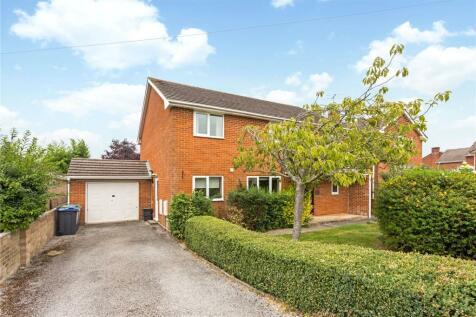 Chestnut Close, Laverstock, Salisbury, Wiltshire, SP1. 4 bedroom detached house for sale