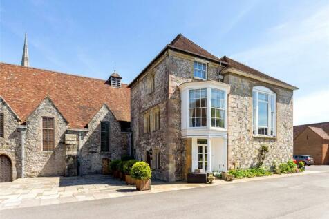 The Close, Salisbury, Wiltshire, SP1. 4 bedroom maisonette for sale