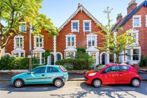 St. Marks Road, Salisbury, Wiltshire, SP1. 3 bedroom semi-detached house