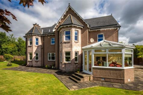 5 Forestside Gardens, Banchory, Kincardineshire, AB31. 5 bedroom detached house for sale