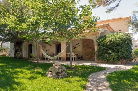 Muro, Mallorca, Balearic Islands. 4 bedroom villa for sale