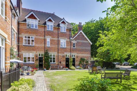 St. Francis Close, Buntingford. 4 bedroom town house