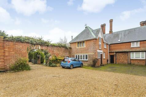 Tilford, Farnham. 4 bedroom farm house for sale