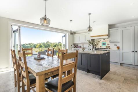 Pitt Lane, Frensham. 3 bedroom detached house for sale