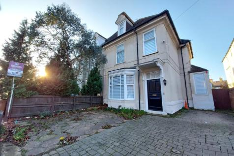 Park Road, Peterborough, Peterborough, PE1. 6 bedroom semi-detached house for sale