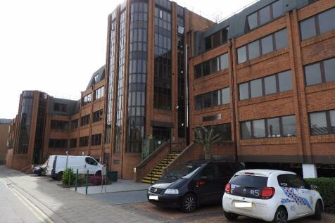 Priestgate, Peterborough, Cambridgeshire, PE1. 2 bedroom apartment