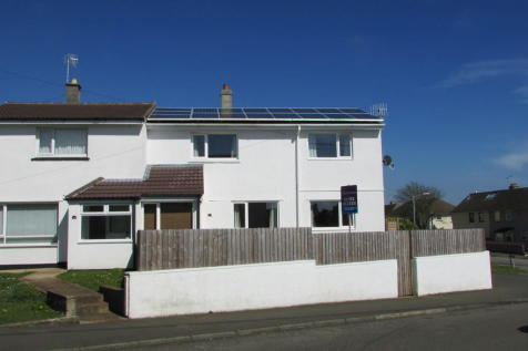 Carbeile Road, Torpoint. 3 bedroom semi-detached house