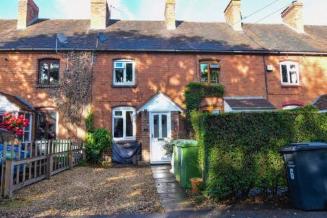 Walking Distance to Hartlebury Train Station. 3 bedroom mews house