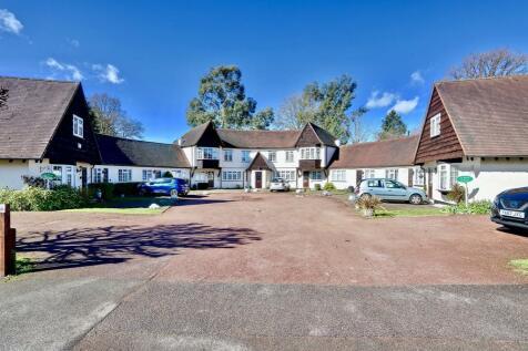 Ivy House Road, Ickenham, UB10. 1 bedroom cottage