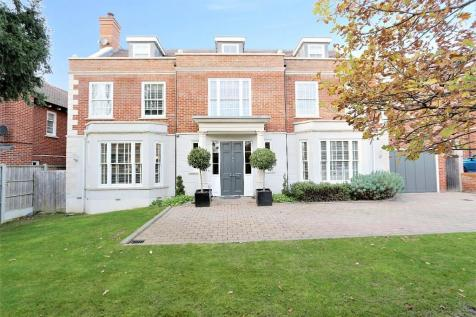 Lingmere Close, Chigwell, Essex, IG7. 6 bedroom detached house for sale