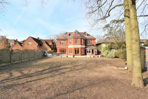 Stradbroke Drive, Chigwell, Essex, IG7. 8 bedroom detached house for sale
