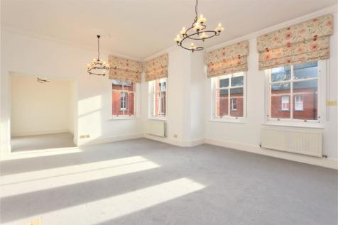 Brandesbury Square, Woodford Green, Essex, IG8. 3 bedroom apartment