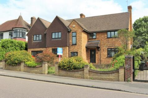 Spareleaze Hill, Loughton, Essex, IG10. 4 bedroom detached house