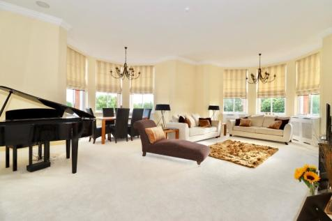 Sutherland House, Repton Park, Woodford Green, Essex, IG8. 3 bedroom apartment
