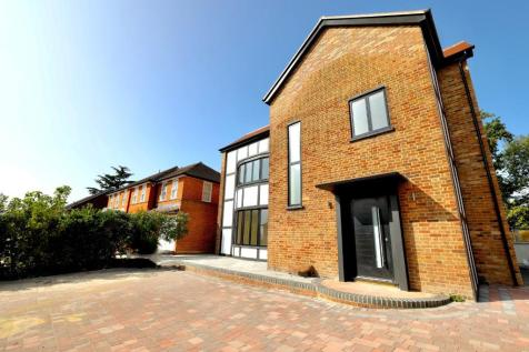 Meadow Way, Chigwell, Essex, IG7. 4 bedroom detached house for sale