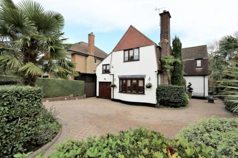 Baldwins Hill, Loughton, Essex, IG10. 4 bedroom detached house for sale