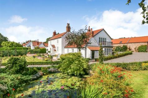 West Ella Road, West Ella, Hull, East Yorkshire, HU10. 4 bedroom detached house for sale